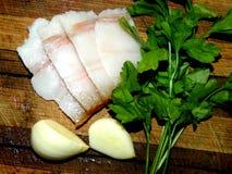 Galho da salsa com partes de bacon e de cravos-da-índia de alho Fotos de Stock