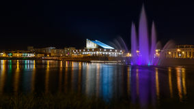 Galiaskar Kamal Tatar Academic Theatre en fonteinmening in Kazan stad stock afbeelding