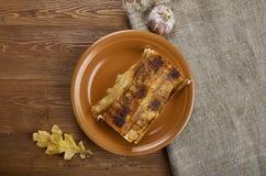 Galinha Alfredo Lasagna Roll do bacon imagem de stock
