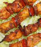 Galinha & chorizo Kebabs Foto de Stock Royalty Free