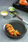 Galinha chinesa no molho do agridoce com sementes de sésamo Imagens de Stock