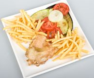 A galinha com francês frita o tomate mais a cebola   Fotografia de Stock Royalty Free