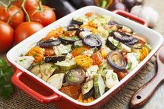 Galinha cozida com vegetais foto de stock royalty free