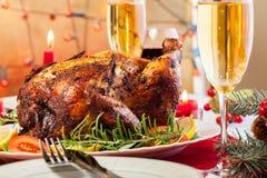 Galinha cozida para o jantar de Natal foto de stock