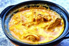 Galinha crepitante quente do caril do estilo chin?s em Kuching, Sarawak imagens de stock royalty free