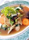 Galinha do Balinese & prato dos vegetais foto de stock