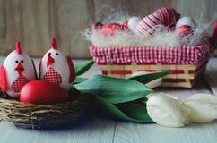 Galinha e ovos da páscoa decorativos Fotografia de Stock Royalty Free