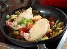 Galinha e vegetal cozinhados Fotos de Stock Royalty Free