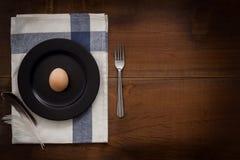 A galinha eggs a vida imóvel rústica com o alimento à moda Imagens de Stock Royalty Free