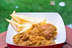 Galinha fritada & fritadas do francês Imagens de Stock