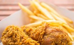 Galinha fritada & fritadas do francês Imagem de Stock