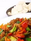 Galinha fritada chinesa com vegetais. imagem de stock