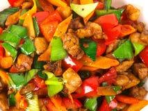 Galinha fritada chinesa com vegetais. fotografia de stock