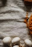 Galinha fritada e batatas Corte antes de comer Foto de Stock