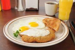 A galinha fritou o molho do stek e do país Imagem de Stock
