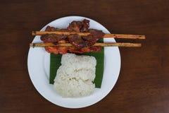 Galinha grelhada com arroz pegajoso foto de stock royalty free