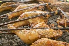 Galinha grelhada no fogão Galinha inteira Roasted Imagem de Stock