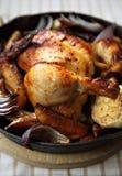 Galinha roasted bandeja fotografia de stock