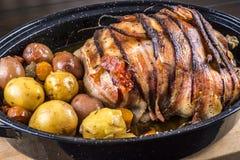 Galinha Roasted com bacon e batatas Imagem de Stock Royalty Free