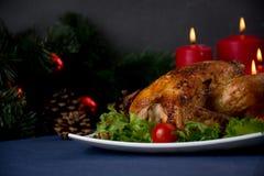Galinha Roasted para a tabela do Natal Foto de Stock