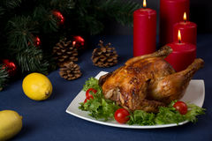 Galinha Roasted para a tabela do Natal Fotos de Stock
