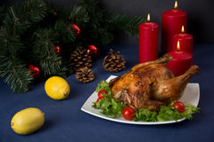 Galinha Roasted para a tabela do Natal Foto de Stock Royalty Free