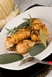A galinha, stewed no tomate, vinho e erva sauce fotografia de stock royalty free
