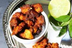Galinha 65, um aperitivo indiano da galinha Imagens de Stock Royalty Free