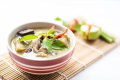 Galinha verde em uma bacia, alimento tailandês do caril Imagens de Stock Royalty Free