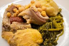 Galizisches Eintopfgericht Cocido-gallego ein typischer Teller von Galizien, Spanien stockfotos