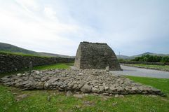 Gallarus chapel oratory. And tomb of the giant in dingle peninsula,county of kerry,ireland Stock Photo