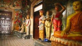 GALLE, SRI LANKA - MÄRZ 2014: Die Ansicht des buddhistischen Tempels des Inneres in Galle Galle ist die Verwaltungs- Hauptstadt v stock video footage