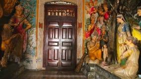 GALLE, SRI LANKA - MÄRZ 2014: Die Ansicht des buddhistischen Tempels des Inneres in Galle Galle ist die Verwaltungs- Hauptstadt v stock video