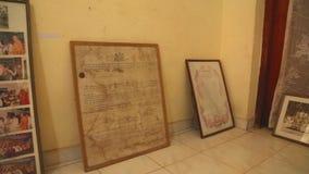 GALLE, SRI LANKA - MÄRZ 2014: Die Ansicht von Bildern in einem buddhistischen Schrein in einem buddhistischen Tempel in Galle Gal stock footage
