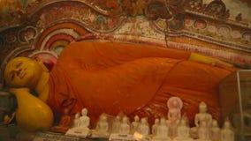 GALLE, SRI LANKA - MÄRZ 2014: Die Ansicht von Buddhas in einem Tempel in Galle Galle ist die Verwaltungshauptstadt der südlichen  stock footage
