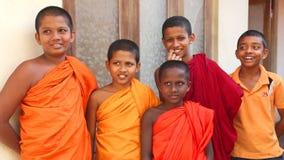 GALLE, SRI LANKA - MÄRZ 2014: Die Ansicht von Jungen des buddhistischen Mönchs in einem buddhistischen Tempel in Galle Galle ist  stock video footage