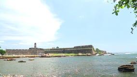 GALLE, SRI LANKA - MÄRZ 2014: Spurhaltung des Schusses schönen Galle-Forts Galle ist die Verwaltungshauptstadt der südlichen Prov stock video
