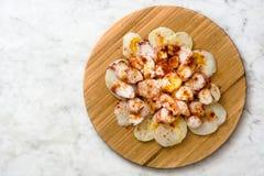 gallega lapulpo Galicianbläckfisk på marmor Typisk spansk mat Royaltyfria Foton