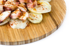 gallega lapulpo Isolerad Galicianbläckfisk Typisk spansk mat Arkivbilder
