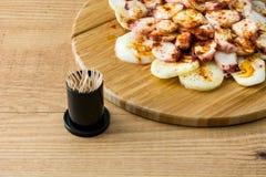 gallega pulpo Λα Της Γαλικίας χταπόδι στο ξύλο Ισπανικά τρόφιμα Στοκ Φωτογραφία