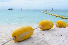 Galleggiabilità sulla spiaggia Fotografie Stock Libere da Diritti