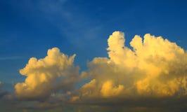 Galleggiamento, aria, paesaggio e cielo blu delle nuvole Fotografia Stock Libera da Diritti