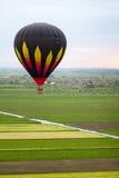 Galleggiamento del baloon dell'aria calda immagine stock