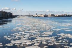 Galleggiamento del ghiaccio Fotografie Stock