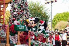 Galleggiante dell'ufficio spedizioni di Santa con Minnie Mouse e l'elfo fotografie stock