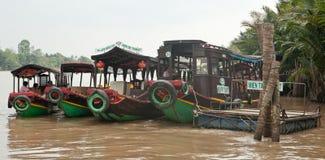 Galleggiante delle barche nel delta del Mekong Immagine Stock