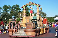Galleggiante di parata di Pinocchio in mondo Orlando del Disney Immagine Stock