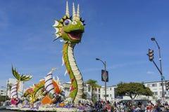 Galleggiante sveglio del drago di Rose Parade famosa Immagini Stock