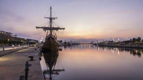 Galleon в порте стоковая фотография rf