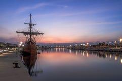 Galleon в порте стоковое изображение